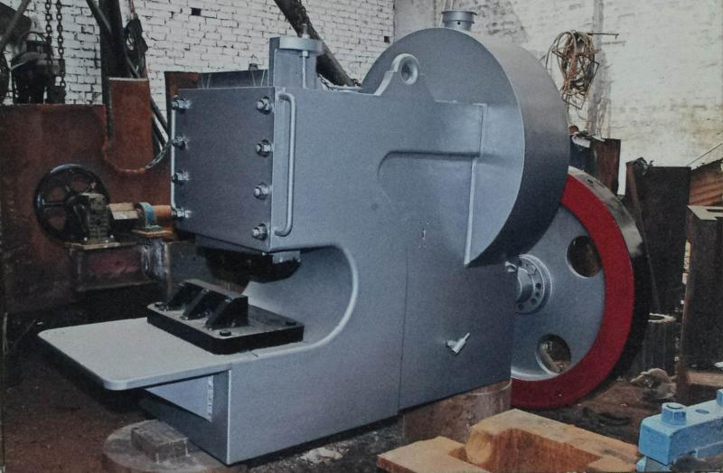 Plate/scrap metal shearing machine