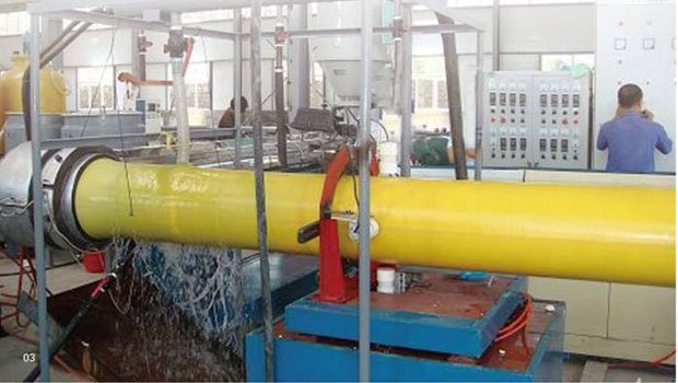 HDPE one step PU insulating pipe production line extruder