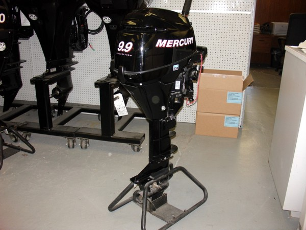 New Mercury 9.9 HP outboard motor 2013 4 Stroke